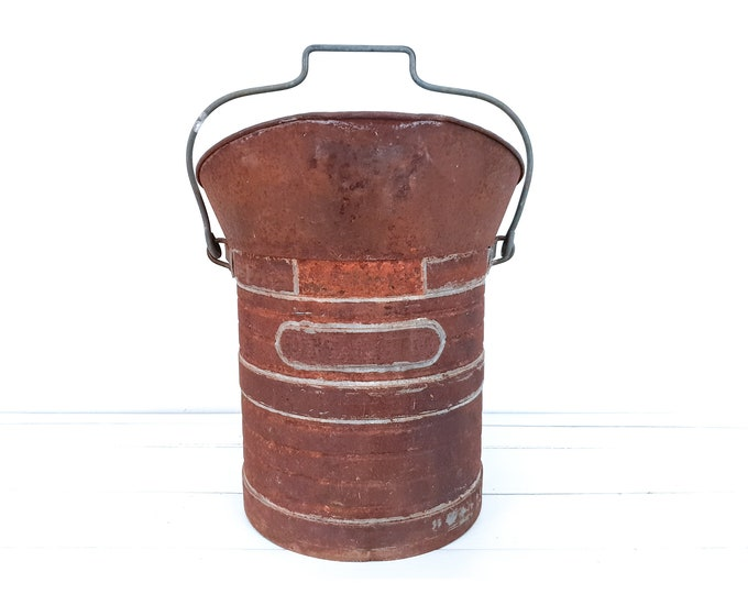 Rusty metal bucket with handle décalitre • 10 Liters • vintage industrial metal bucket • vinterior • French farmhouse decor