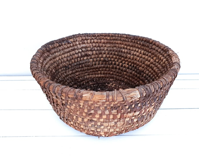 Antique woven round straw basket from French Bakery • bread basket • French bakery basket • rustic storage basket • fruit basket • #1
