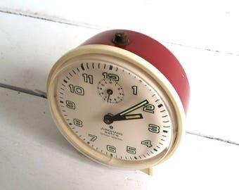 Vintage alarm clock bordeaux red 'Junghans Astra'