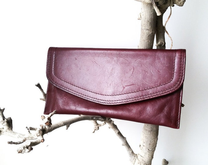 Vintage burgundy leather clutch * vintage pouch * little leather bag * vintage envelope bag * vintage accessories