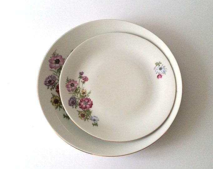 Pretty vintage porcelain set serving plates 'poppy'