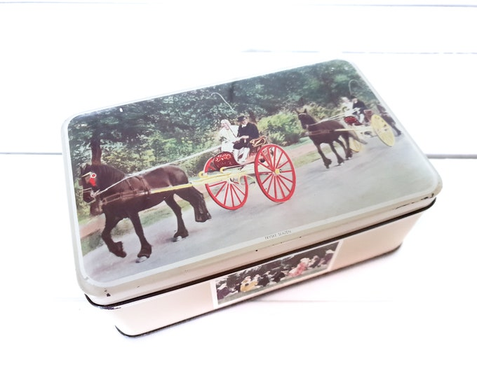 Vintage cookie tin typical Friesland • cookie tin • country farmhouse kitchen • typical Dutch • tin collection • traditional Frisian costume