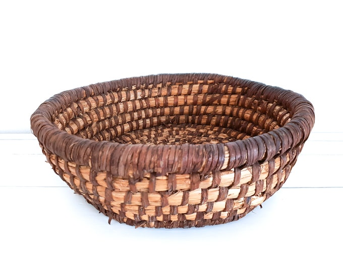 Antique woven round straw basket from French Bakery • bread basket • French bakery basket • rustic decor • storage basket • fruit basket