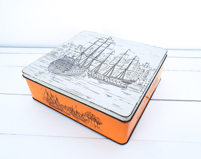 Vintage cookie tin ships and canal houses Amsterdam • old biscuit tin Patria Amsterdam • vintage tin can • kitchen storage tin