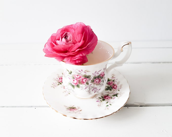 Vintage Royal Albert teacup 'Lavender Rose' * vintage teacup * English China * floral tea cup * cup and saucer