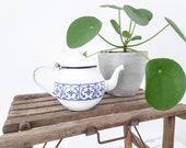 Vintage white enamel teapot country farmhouse style living teapot with saksisch blue print kitchen decoration