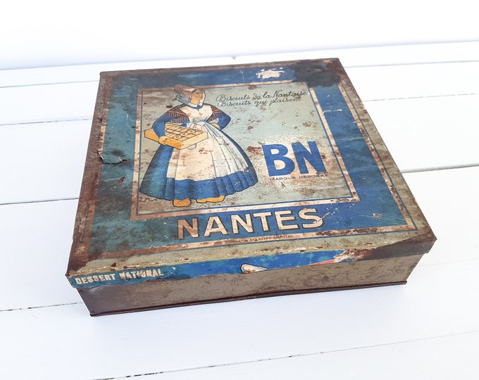 Vintage French tin Biscuits Nantes • old French biscuit tin • french country farmhouse • old collection advertisement tin