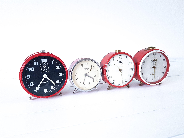Vintage red alarm clock • old alarm clocks • Kienzle ...
