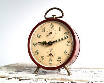 Vintage alarm clock bordeaux red 'Peter'