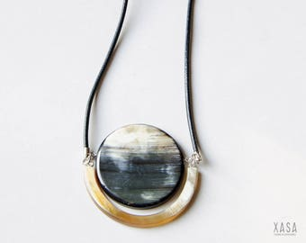 Expressive necklace with large horn pendant