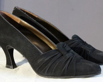 583987c8e4b 1990s suede pumps with flared heel