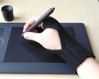 Protective Crochet Glove for Digital Artist