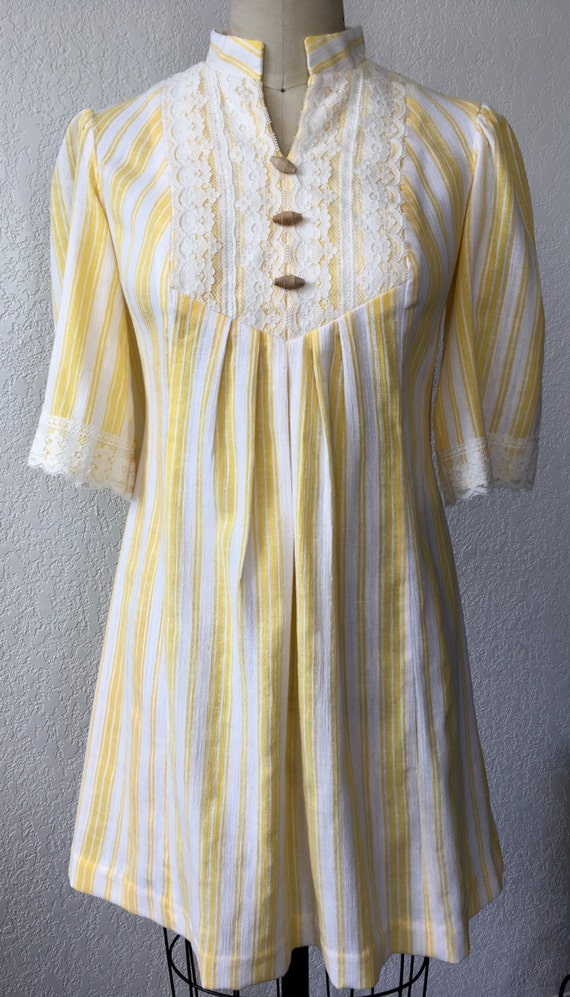 Vintage Moko Hawaii Yellow Candy Stripe and Lace 7