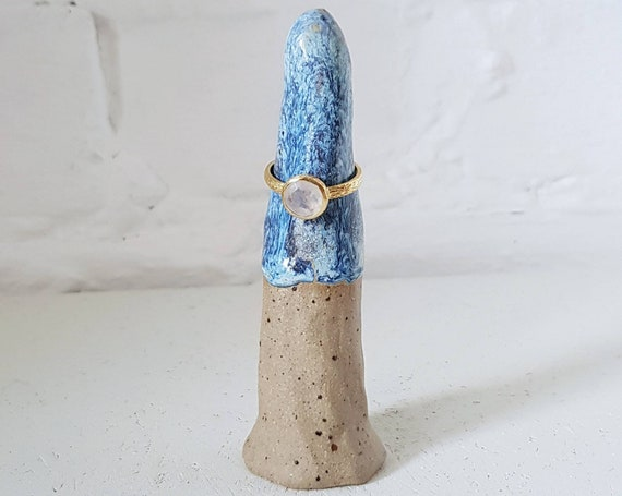 Ceramic ring cone, blue glaze, speckled clay, ring display
