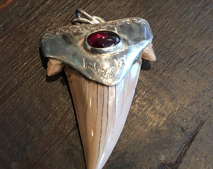 Vintage fossil shark tooth silver 925 pendent with garnet