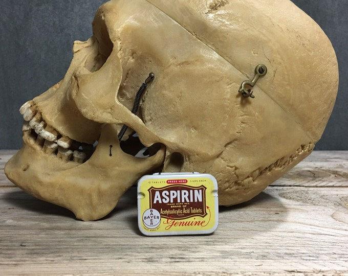 Antique vintage Bayer Aspirin tin box