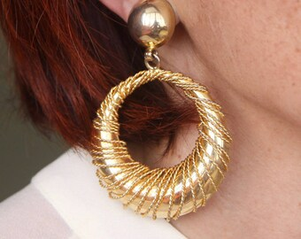 Modernist 80s hoops Oversized gold wire wrapped hoop earrings Doorknoker earrings Hoop earrings Statement clip on earrings Large gold hoops