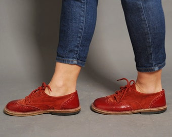 Red budapester shoes, oxford shoes, red leather shoes, cardinal red, suede shoes, vintage shoes, round toe flats tie shoes, preppy shoes