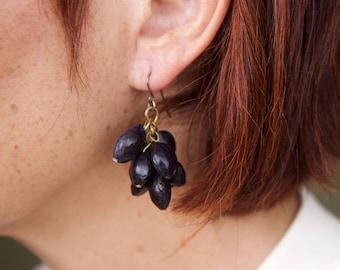60s 70s dark ink plastic earrings Purple raisins lucite earrings Mid century earrings Dried seeds plastic earrings Mod vintage earrings
