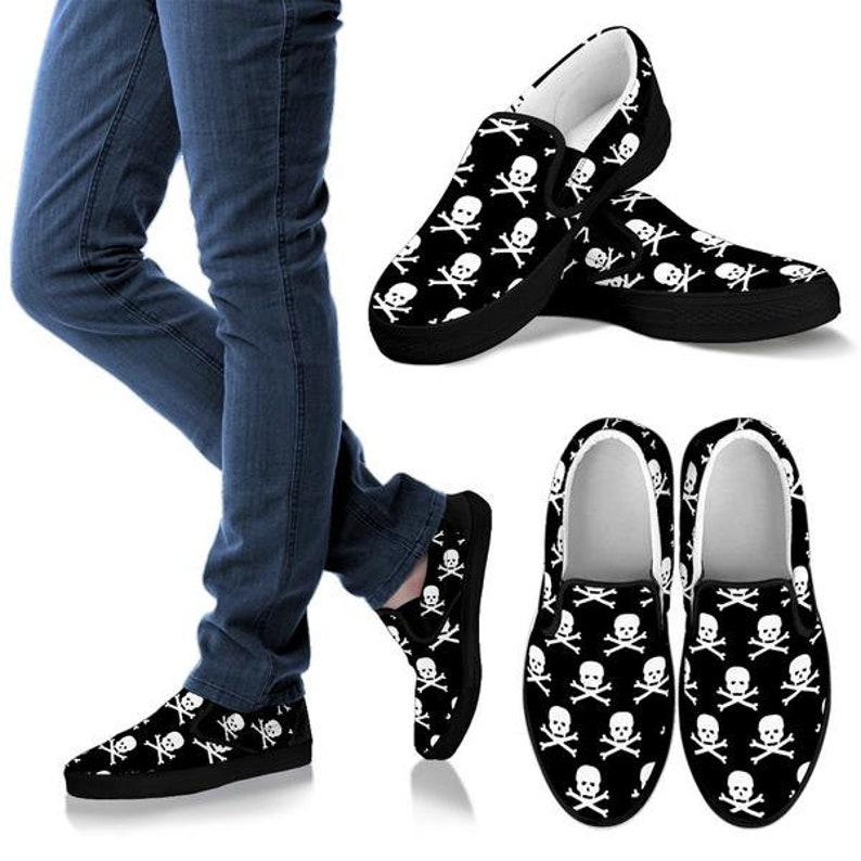 f8ee62c604f Skulls Black White Skull and Cross Bones Mens Shoes Shoes Vans