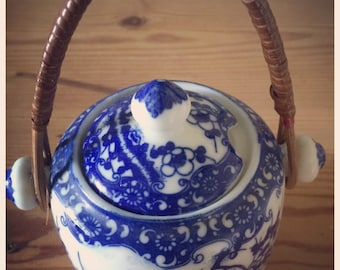 China blue & white willow pattern sugar pot