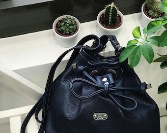 78 eur - 30 %! BUCKET BAG Petite (Nighttime Blue)