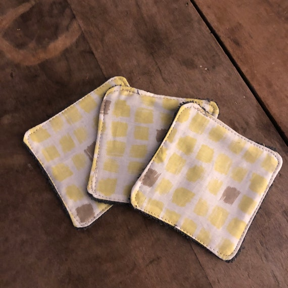 Set of two cotton and sponge wipes