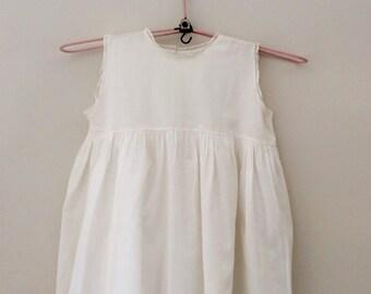 Vintage sleeveless girls dress