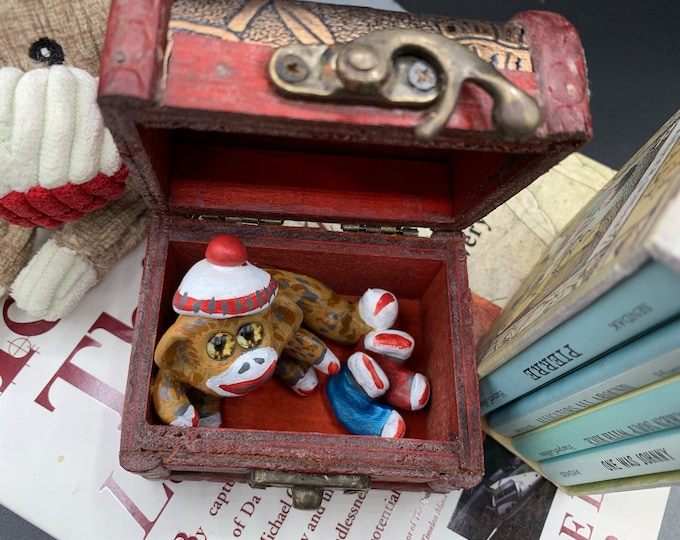 Sock Monkey Tiny Miniature Sculpture Monkey Funny Office Desk Accessories Decorative Sculpture on Stand Original Stone Sculpture Abstract