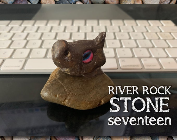 Stoned People Seventeen Desk Pal
