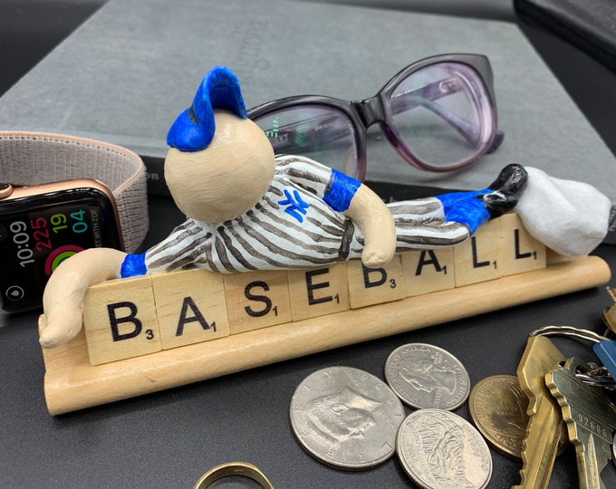 New York Yankee Baseball Desk Sculpture River Stones Funny Office Desk Accessories Original Sculpture Art Unique Small Gift Office Statue