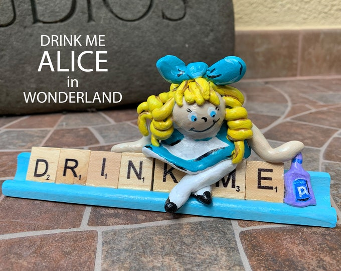 Alice in Wonderland Scrabble Gifts Sculpture with River Stones Shelf Decor Office Desk Accessories Sculpture Figure Decorative Sculptures