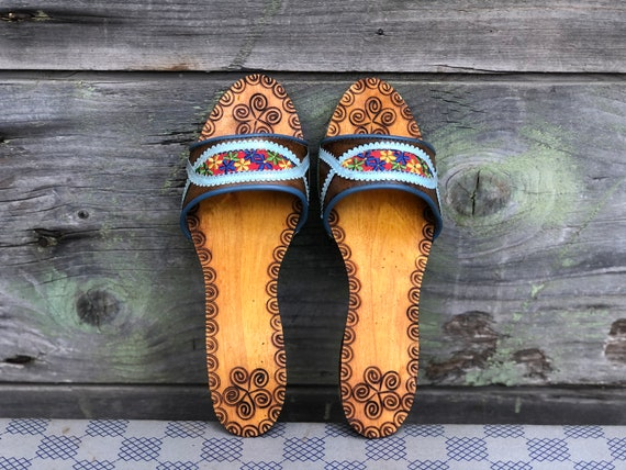 Vintage Wooden Slippers, Women Slippers, Embroide… - image 3