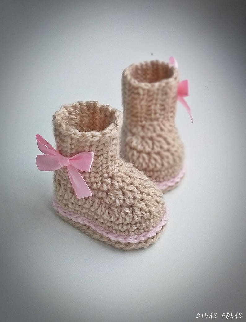 077788f43cb22 Baby girl booties, Crochet Baby Boots, baby girl shoes, beige baby booties,  Crochet Baby Booties, Baby shower, boots with bow, baby shoes