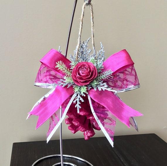 Fête des mères, ornements de roses, shabby chic, cèdre d'ornement, la Saint-Valentin, Noël rose, ornement, pomme de pin rose, fleur de pomme de pin,