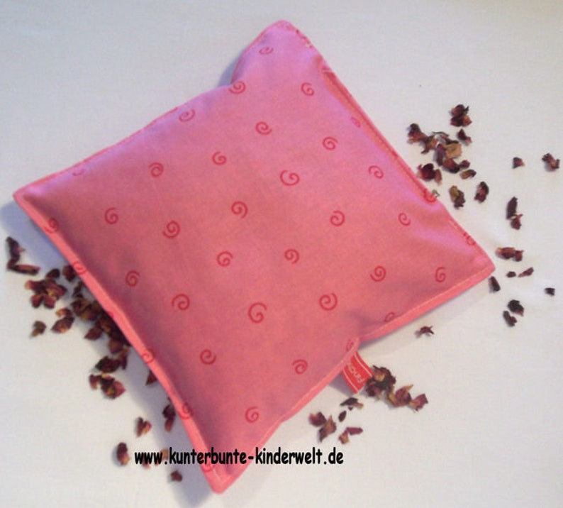 Rose pillows for relaxed sleep