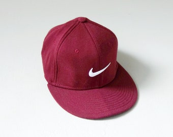 21a350e4 90s Magenta Nike Fitted Cap - 90s Nike Hat - 90s Streetwear - Hat Size 7