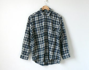 3824d4bc850ab 90s Black   White Heavy Flannel Button Down - 90s Flannel Vintage Flannel  90s Clothing - Oversized Blue White Gray Chamois Shirt - Men s M