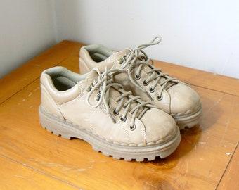 Party Girlande Old School Hip Hop, Sneakers auf einem Draht, Schuhe Nike, Adidas, Converse, Block Party, Sneaker Kunst