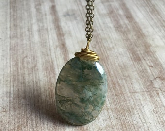 moss agate,moss agate necklace,moss agate jewelry,moss agate pendant,pendant,Gift for her,healing crystals yoga,green stone,gift for mom