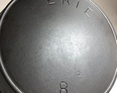 RARE Pre-GRISWOLD 8 Second 2nd Series Cast Iron Skillet with Daisy Flower- 6 Petal Makers Mark circa 1886 - 1892
