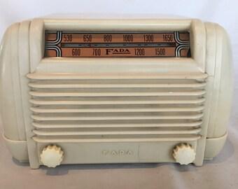 Vintage 1946 FADA Ivory Plaskon/Bakelite Model 605 Superheterodyne AM Tube Radio - NICE Working Condition!