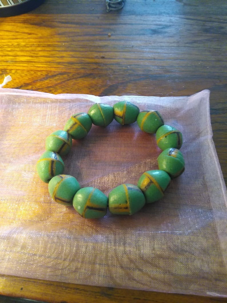 beads, Stretch bracelet with green stones hand painted