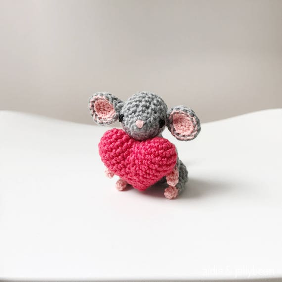 Kleine Maus Amigurumi Mit Herz Häkeln Häkeln Amigurumi Maus Etsy