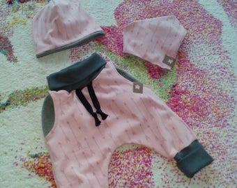 Set of bloomers, cap and loop or scarf