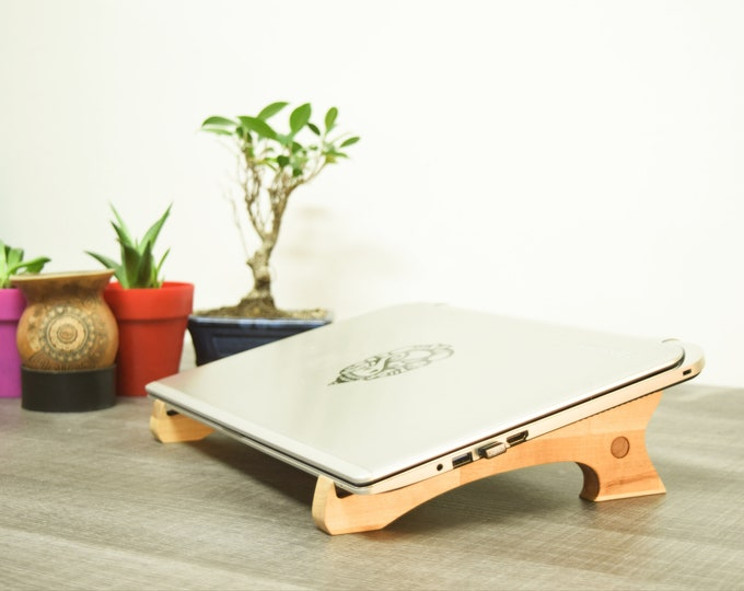 UMI -  laptop stand