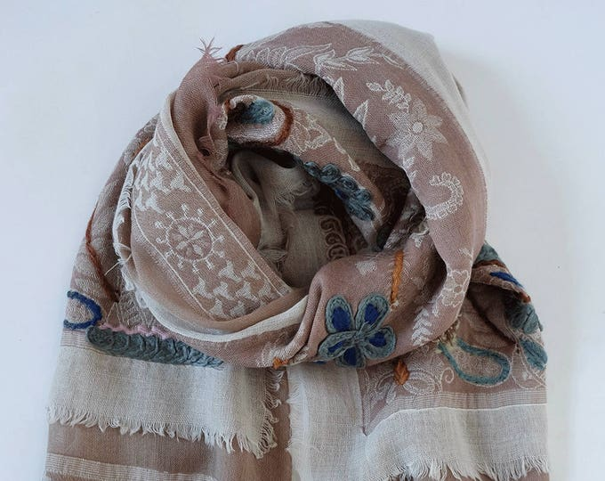 Bohemia - triple layered wool shawl with embroidery, Natural