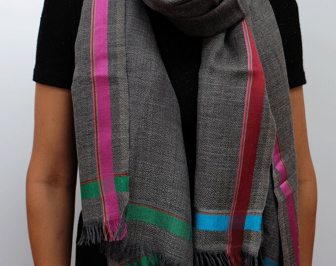 Gompa Mid Grey- Natural undyed wool with colorful stripe
