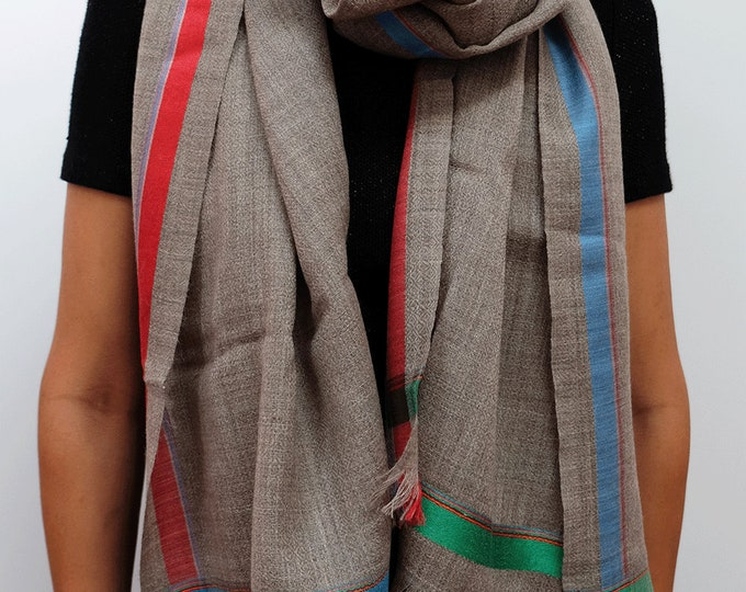 Gompa Beige - Natural undyed wool with colorful stripe