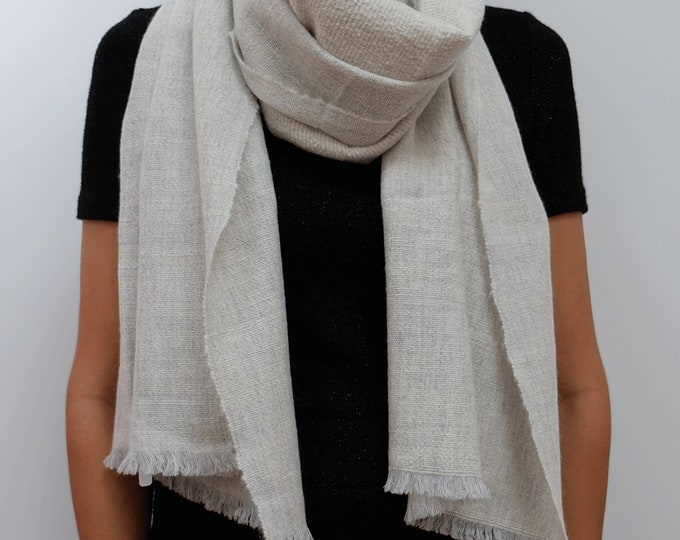 Luxurious, thick and cozy shawl, hand spun and hand loomed natural cashmere - Silver